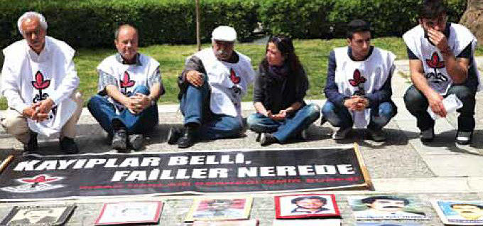 İnsan Hakları Derneği'nin bir eyleminden görüntü